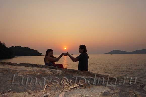Романтика вечернего заката солнца на море