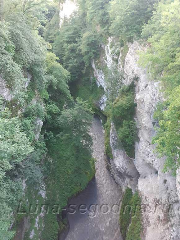 Чечня, Аргунское ущелье и речка - вид сверху