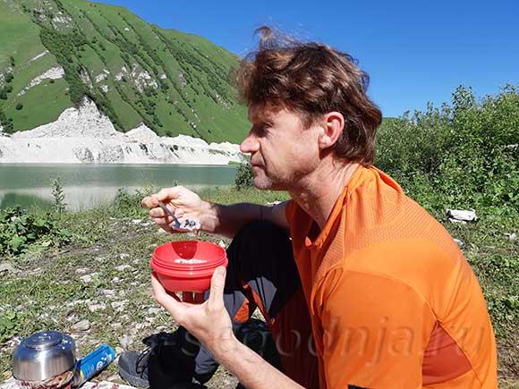 Утренняя кашка на озере Кезеной-Ам, Дагестан-Чечня